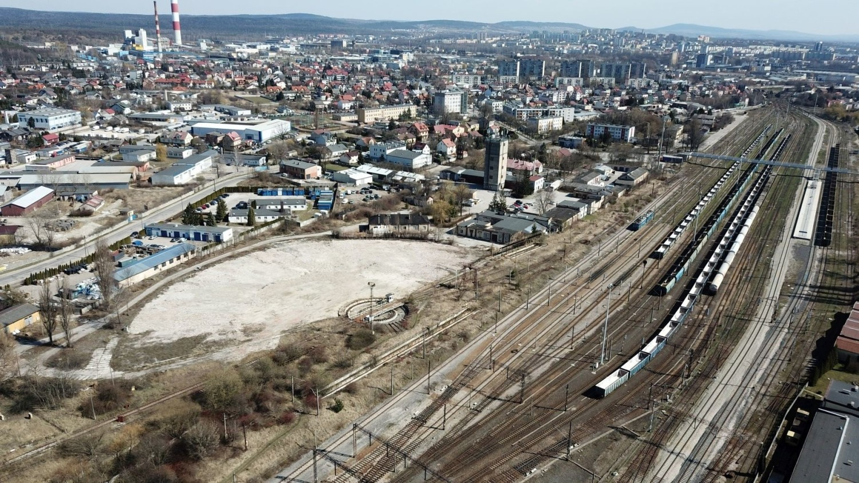 Lokomotywownia w Kielcach rozebrana [WIDEO Z DRONA, ZDJĘCIA]