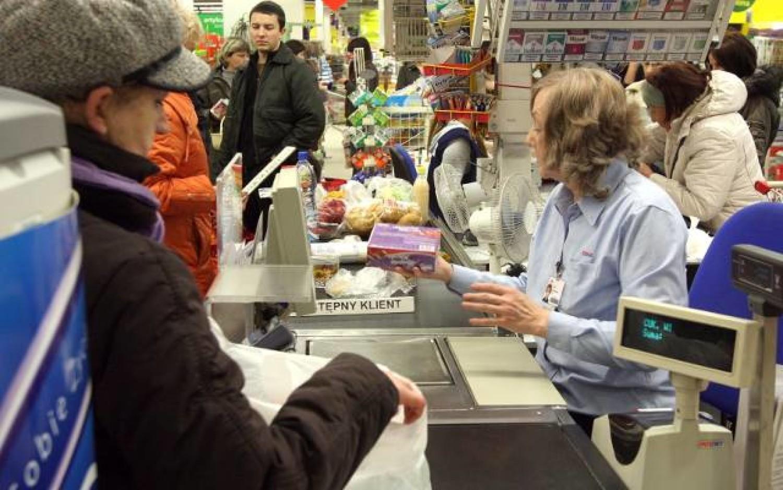 Kasjerzy coraz częściej otrzymują benefity. Jakie?