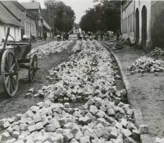 Tak kiedyś budowano nasze drogi. Wyjątkowe archiwalne zdjęcia!