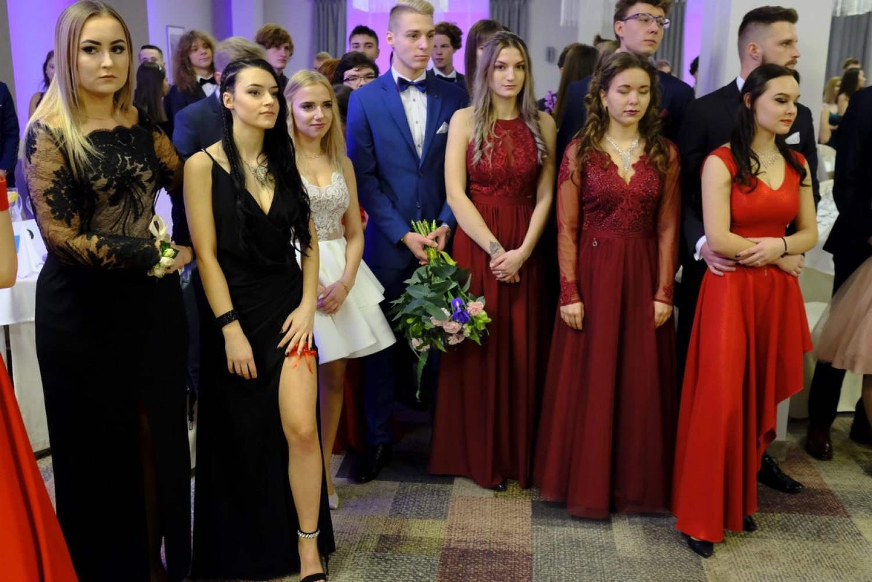 W niedzielę, 26 stycznia, w Hotelu Filmar swój bal studniówkowy mieli uczniowie z III Liceum Ogólnokształcącego w Toruniu