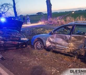 Wypadek pod Oleśnicą. Dwie osoby ranne, jedna w ciężkim stanie [ZDJĘCIA]