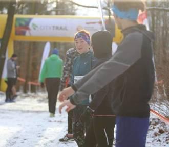 City Trail Katowice 2020. 500 biegaczy w lesie na Giszowcu. ZDJĘCIA