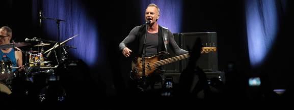 Sting ponownie odwiedzi Łódź. Artysta wystąpi w Atlas Arenie już w listopadzie tego roku!  Sting i Shaggy wystąpią w Atlas Arenie w Łodzi. Koncert odbędzie się 17 listopada 2018, zaś sprzedaż biletów rozpoczyna się już 31 sierpnia.  Sting to właściwie Gordon Matthew Sumner. Brytyjski muzyk, kompozytor i wokalista zaliczany jest do największych gwiazd muzyki. Sting jest autorem niezliczonej liczby przebojów, nagranych z zespołem The Police i później podczas kariery solowej.  [b]czytaj dalej na następnym slajdzie[/b]