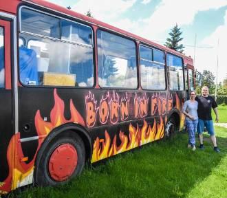 Gm. Szamotuły. W Przecławiu stacjonuje niezwykły autobus. Wypiekają w nim pizzę!