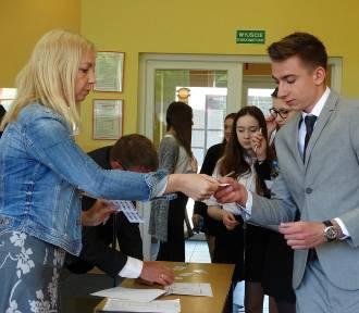 Nowy Tomyśl: Uczniowie ZS im. S. Staszica przystąpili do matury! FOTO