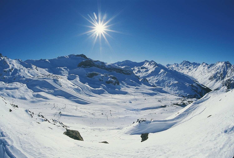 W austriackim Tyrolu na narciarzy i snowboardzistów czeka ponad 80 ośrodków narciarskim i 30 tysięcy kilometrów tras narciarskich