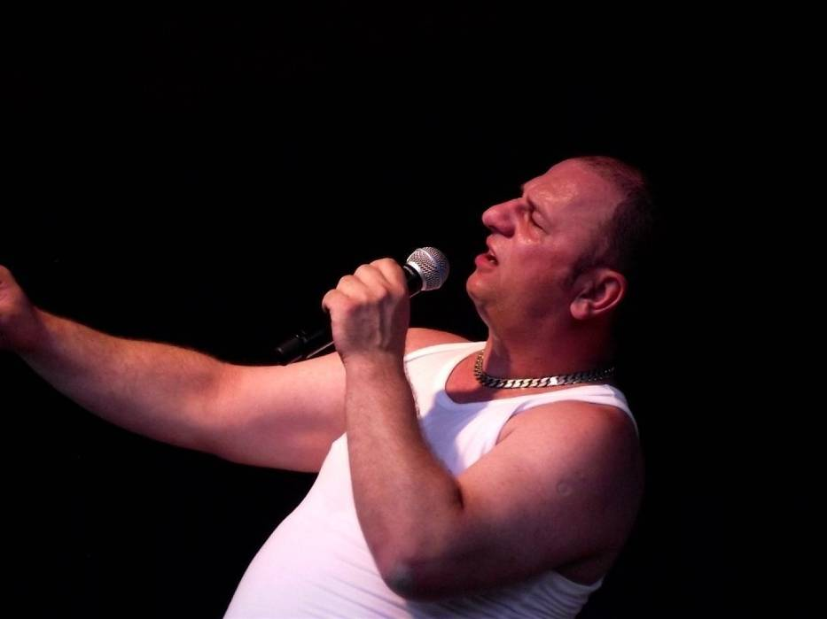 Grzegorz Halama od 1996 roku, związany z Zielonogórskim Zagłębiem kabaretowym