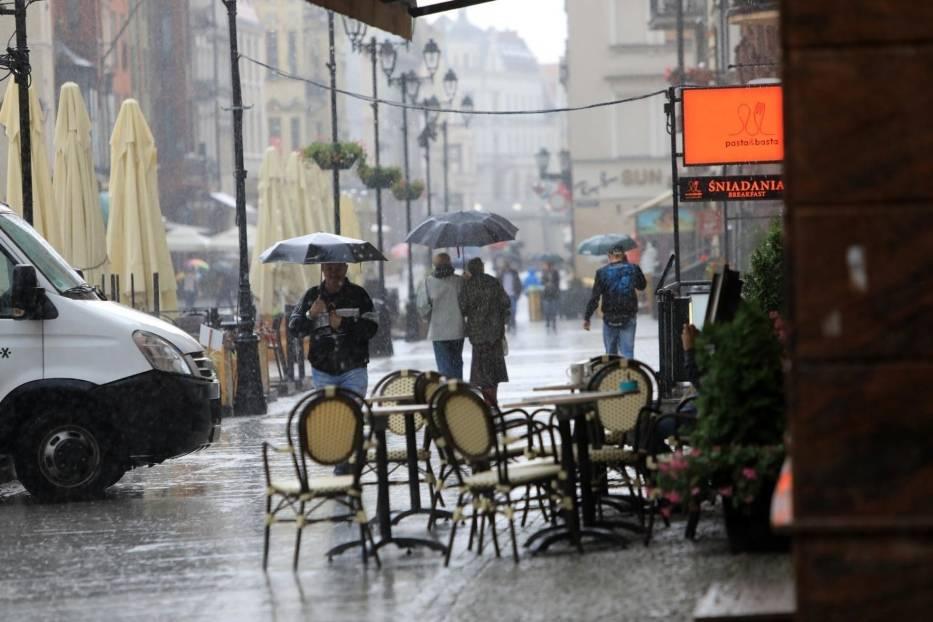 W piątek i w sobotę możemy spodziewać się przelotnych opadów zarówno w trakcie dnia, jak i w nocy