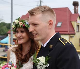 Ślub strażacki w Tuchomiu. Zobacz bramę weselną