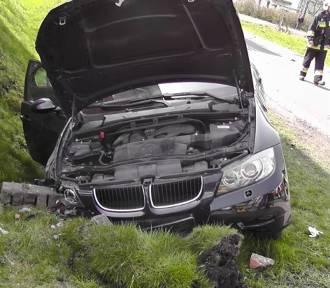 Zderzenie trzech samochodów, ranne dwie osoby