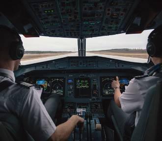 Ile zarabiają na lotnisku? Sprawdź ile zarabia pilot, stewardessa lub kontroler ruchu [PRZEGLĄD]