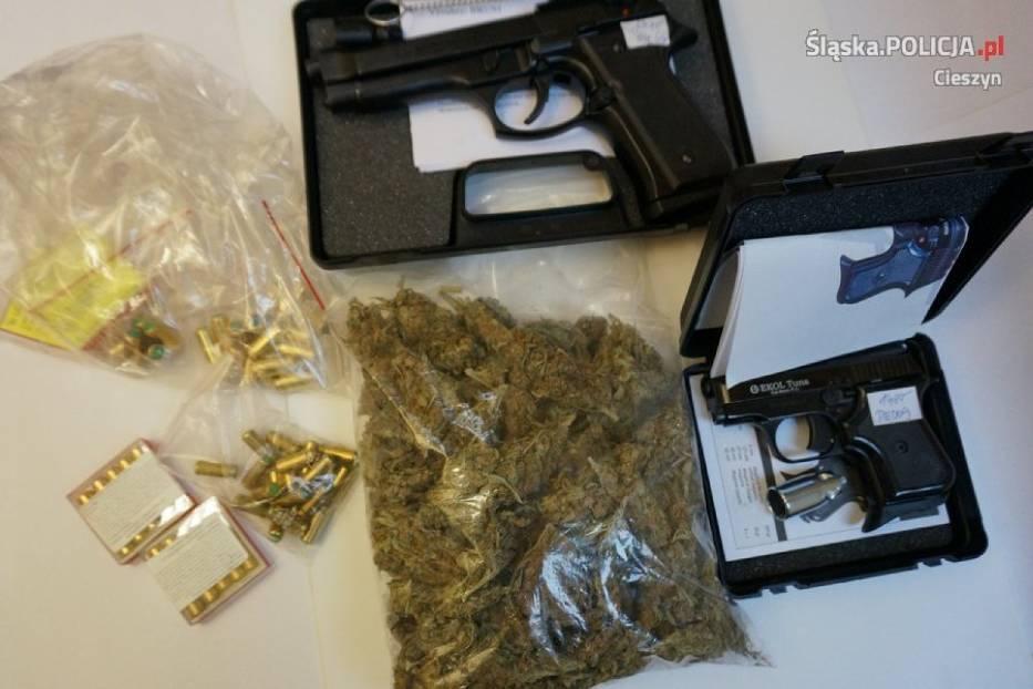 Policja skonfiskowała broń i narkotyki