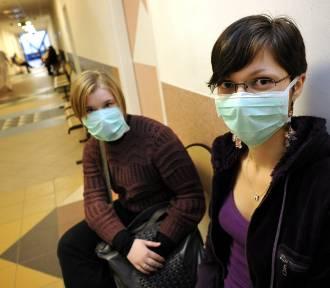 Panika przed koronawirusem: w Śląskiem brakuje maseczek