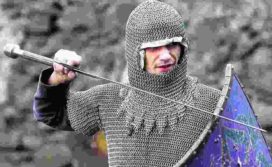 Rycerze mieli mieszkać w Grodźcu, snuć się konno po okolicy i walczyć dla turystów