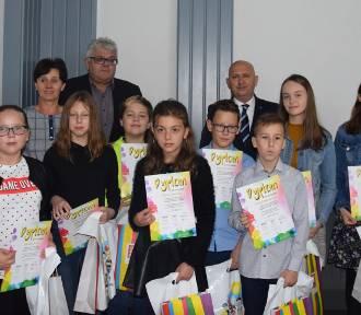 Laureaci konkursu literacko-plastycznego pod hasłem JA za 20 lat -FOTO