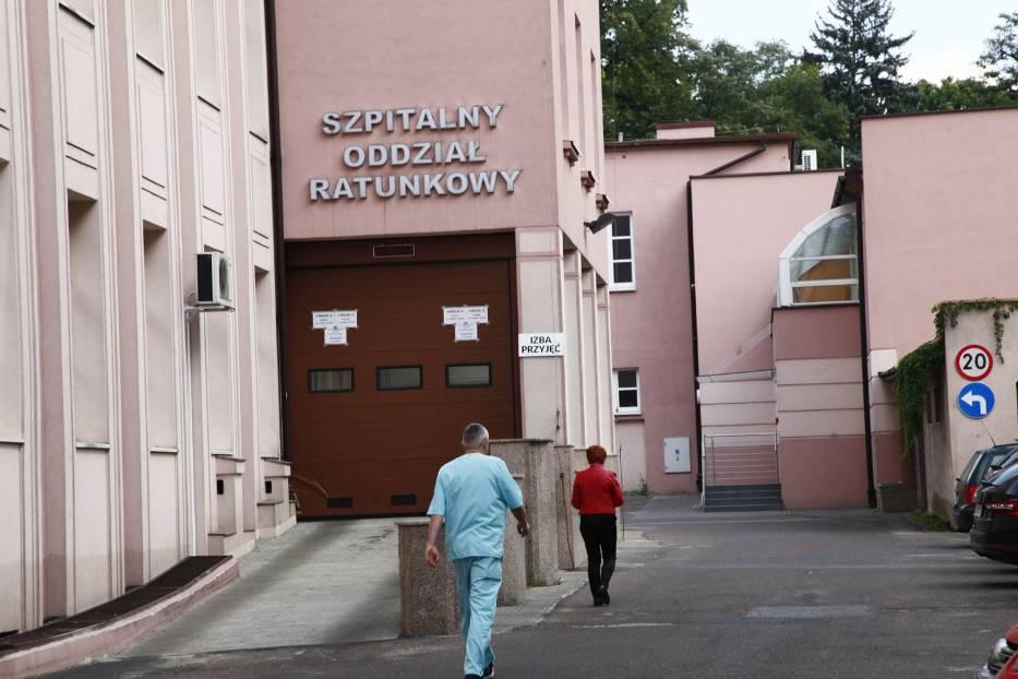 Wjazd do szpitalnego oddziału ratunkowego w szpitalu Barlickiego w Łodzi
