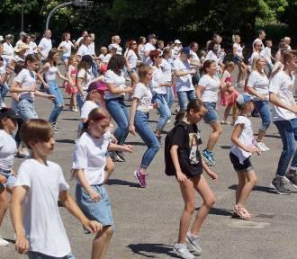Kaliszanie ustanowili rekord Polski w tańcu jerusalema. ZDJĘCIA, WIDEO