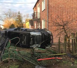 Wypadek w Skrudkach. Najpierw uderzyła w inny samochód, potem w ogrodzenie