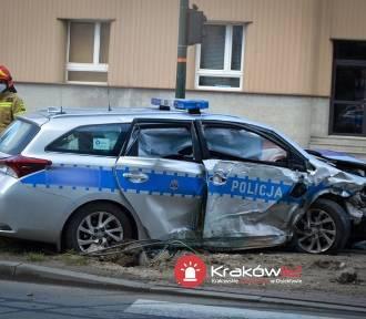 Wypadek! Policyjny radiowóz zderzył się z osobówką [ZDJĘCIA]