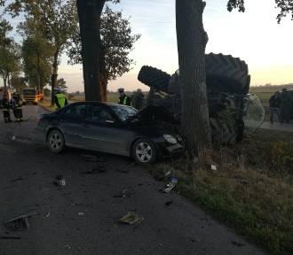 Żuławy. Wypadki na drogach, płonął samochód w Żuławkach, pożar strychu w Mikoszewie. Raport służb