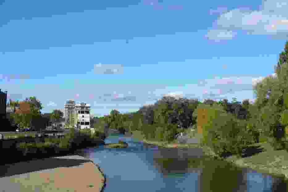 Przechodzimy przez most na Nysie Łużyckiej (jeszcze po okazaniu paszportu) i jesteśmy w Guben