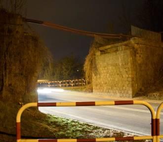 Wiadukt przy ul. Ofiar Gór Morzewskich w Chodzieży: Uszkodzony fragment został rozebrany (FOTO)