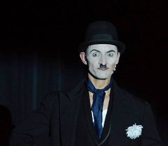 """""""Być jak Charlie Chaplin"""" - monodram Mateusza Deskiewicza w Białej Podlaskiej"""