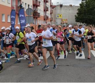 """Złotowscy policjanci na podium """"Otwartego międzynarodowego pucharu policji w półmaratonie"""""""