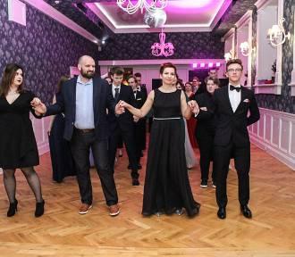 Maturzyści dwa razy zatańczyli poloneza (zdjęcia)