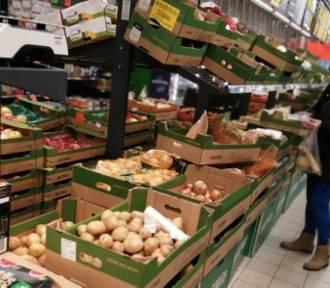 Biedronka nieuczciwie zarabiała na dostawcach owoców i warzyw. Dostała 723 mln zł kar