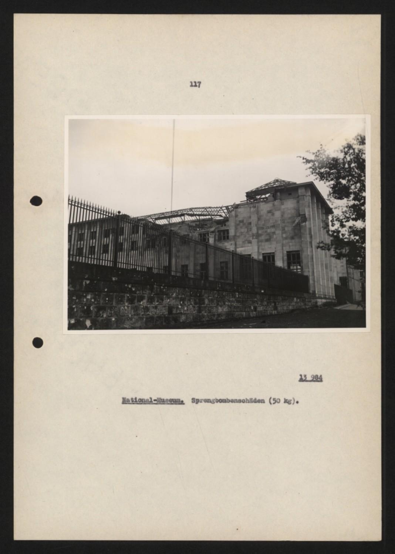 Zbombardowane Muzeum Narodowe w Warszawie