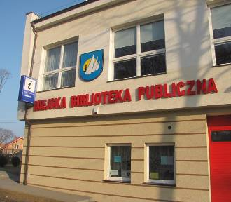 Patriotyczne warsztaty w Krynicy Morskiej. Spotkanie w bibliotece