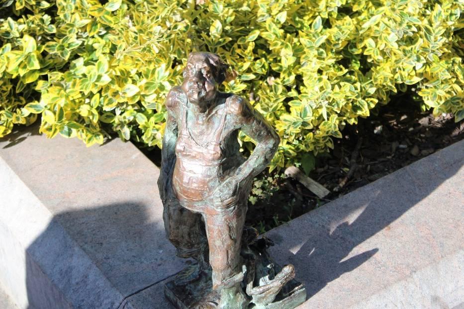 Bajdała, bohater z plejady postaci zapisanych w leśmianowych wierszach, przypomina o półmetku