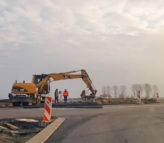 Nowe rondo w Święciechowie przejezdne. Trwają prace przy wiadukcie