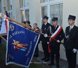 W Sławoszynie odsłonili tablicę upamiętniającą mieszkańców Sławoszyna pomordowanych w Lasach