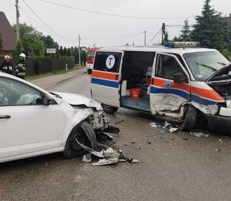 Zderzenie karetki z samochodem osobowym na drodze wojewódzkiej 794