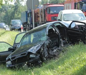 Niebezpiecznie w Miłosnej koło Krośniewic. Zderzyły się dwa samochody osobowe [ZDJĘCIA, FILM!]