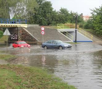 Auta zalane pod wiaduktem na ul. Dworcowej w Koronowie. Będzie lepiej?