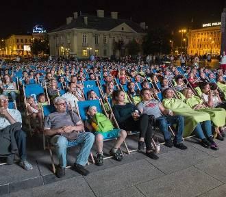 Letnie kino przed Galerią Krakowską