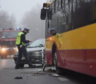 Autobus MPK zderzył sie z samochodem ZDJĘCIA