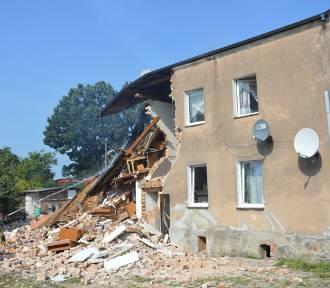 Wybuch butli z gazem w Choczewie. Jedna osoba trafiła do szpitala [ZDJĘCIA]
