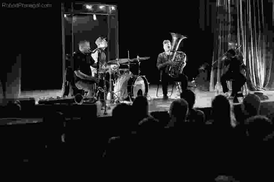 Inner Ear: Mikołaj Trzaska, Tim Daisy, Per-Âke Holmlander i Steve Swell
