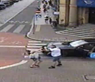 Zobaczcie jak wyglądał atak na pieszą na Alejach Krasińskiego [FILM]