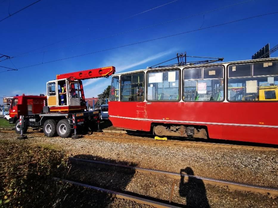 W poniedziałek przed południem na trasie pomiędzy ulica Rydygiera a placem Daszyńskiego wykoleił się tramwaj