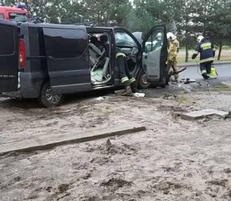 Zderzenie busa i samochodu osobowego w Zdzieszowicach. Jedna osoba ranna