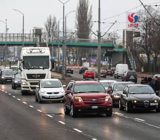Kolizja dwóch pojazdów na ulicy Gdańskiej