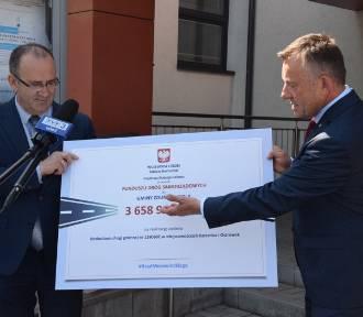 Droga Karsznice - Ostrówek z dofinansowaniem. Ile dostanie z Funduszu Dróg Samorządowych?