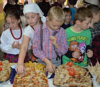 Człuchów. Dzień żytniego chleba w Szkole Podstawowej nr 1 w Człuchowie  ZDJĘCIA WIDEO