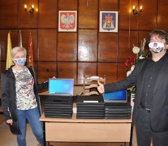 Do uczniów z gminy Prabuty trafią laptopy do zdalnej nauki [ZDJĘCIA]