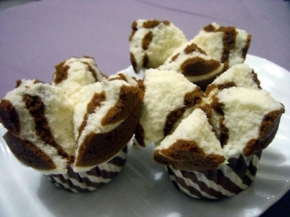Słodkie gąbki na parze z czekoladą